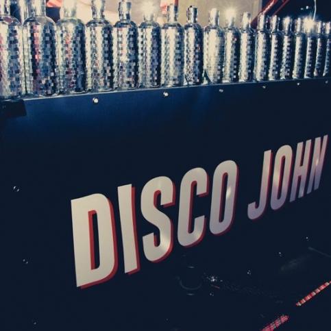04/05/2016 - Disco John